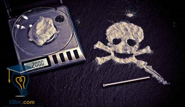 بحث عن المخدرات مع المراجع